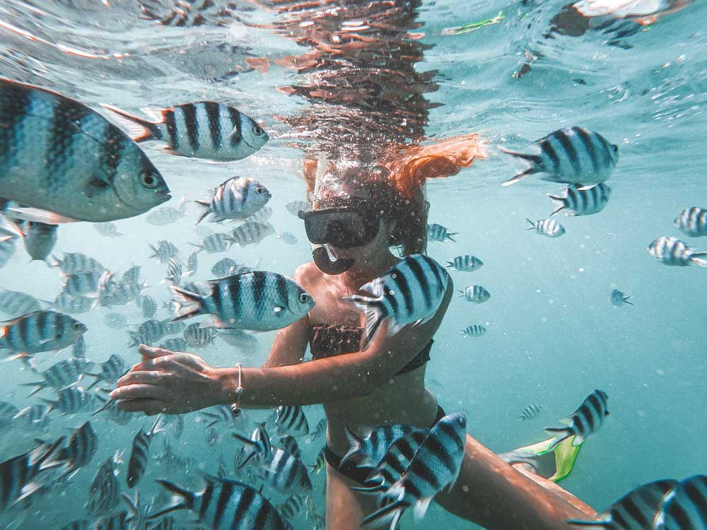 Chica snorkeling